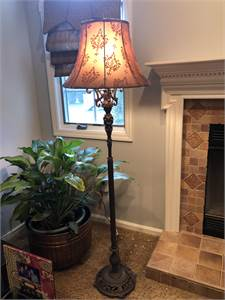 pretty, tall floor lamp, local pick up Cherry Hill New Jersey