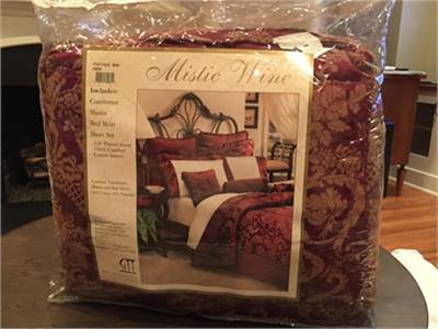 Queen Size Bed in a bag set: Never used! Comforter, shams and more! Cherry Hill, NJ