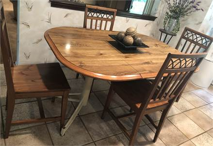 Kitchen Set Table and 4 pretty chairs Local pickup in Cherry-hill-nj
