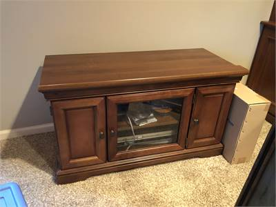 tv stand, wooden TV stand with glass cabinet doors, local pickup cherry hill nj