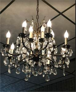 Beautiful Chandelier with Crystal Prisms in Excellent Condition, Philadelphia, PA pickup