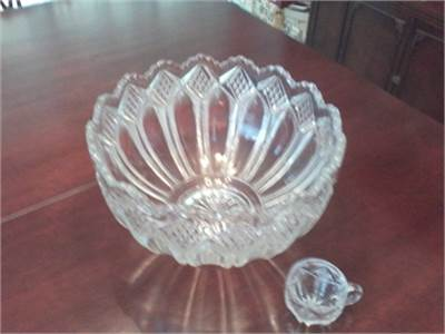 Punch bowl heavy glass beautiful quality 17 cups