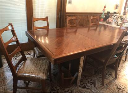 Beautiful Table and Chairs, RETRO, pickup in Philadelphia PA