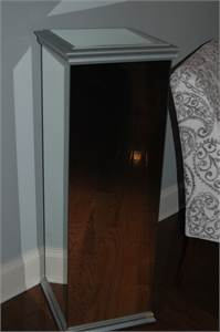 mirrored pedestal table