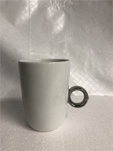 Fred and Friends Mug silver ring-shaped handle, accented by a pretty Swarovski crystal