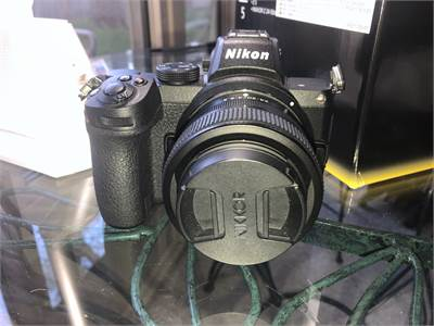 Nikon Z5 Barely used with box   Includes strap, Battery, battery charger, wall plug, 24-50 kit Lens