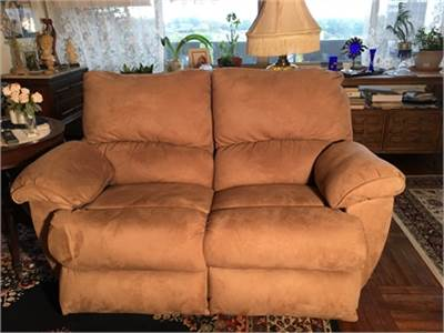 Reclining Love Seat, Neutral Beige / Earthy Color Microfiber Like New!