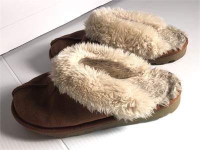 uggs slide on shoes size 6