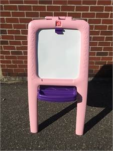 STEP 2 EASEL, DRY ERASE BOARD AND CHALK BOARD FOR KIDS, PREOWNED, GOOD CONDITION
