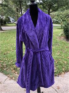 New Covington royal purple robe With pockets Adult Size small to Medium-cherry-hill-nj