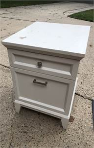 crate and barrel white end table ... needs TLC.. great deal, local pickup cherry hill nj
