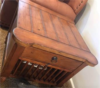 End Table great for family room or den, preowned, good cond Cherry Hill, NJ pickup