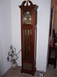 Grandmother clock. Chimes need repair